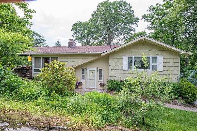 独户住宅 为 销售 在 265 RIDGE Road 西米尔福德, 新泽西州 07480 美国