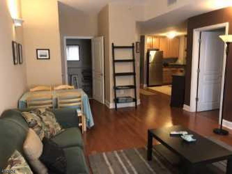 Condo / Townhouse pour l à louer à 4315 PARK Avenue Union, New Jersey 07087 États-Unis