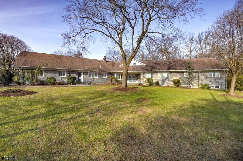 Villa per Vendita alle ore 360 SUNSET Road Pequannock, New Jersey 07444 Stati Uniti