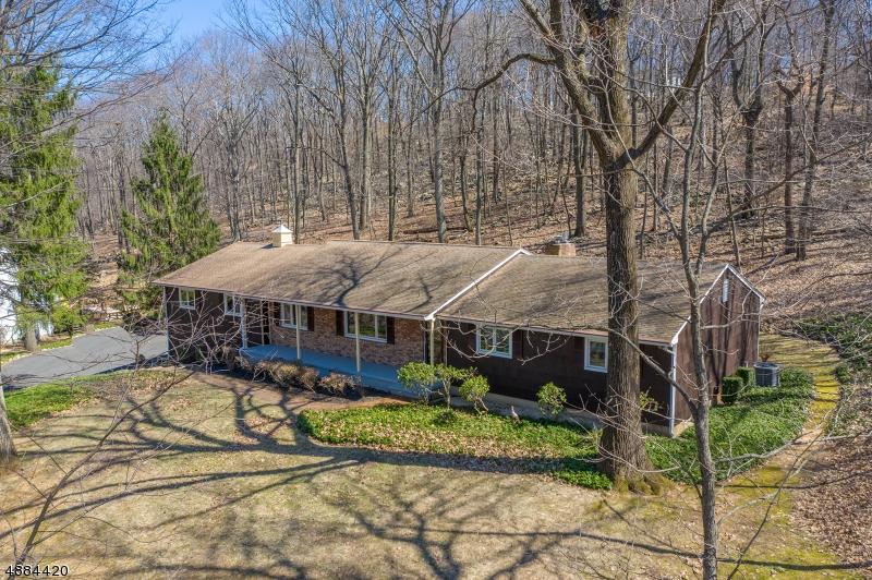 Частный односемейный дом для того Продажа на 305 N POLKTOWN Road Glen Gardner, Нью-Джерси 08826 Соединенные Штаты