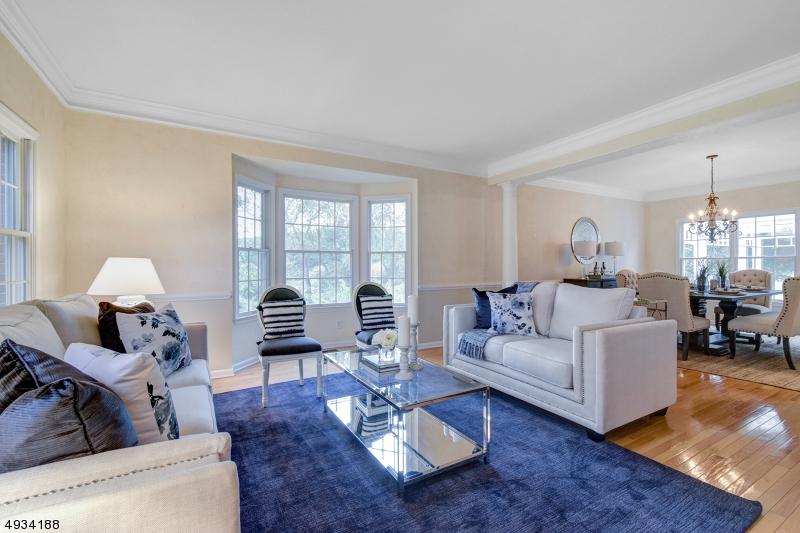 Single Family Homes für Verkauf beim Asbury, New Jersey 08802 Vereinigte Staaten