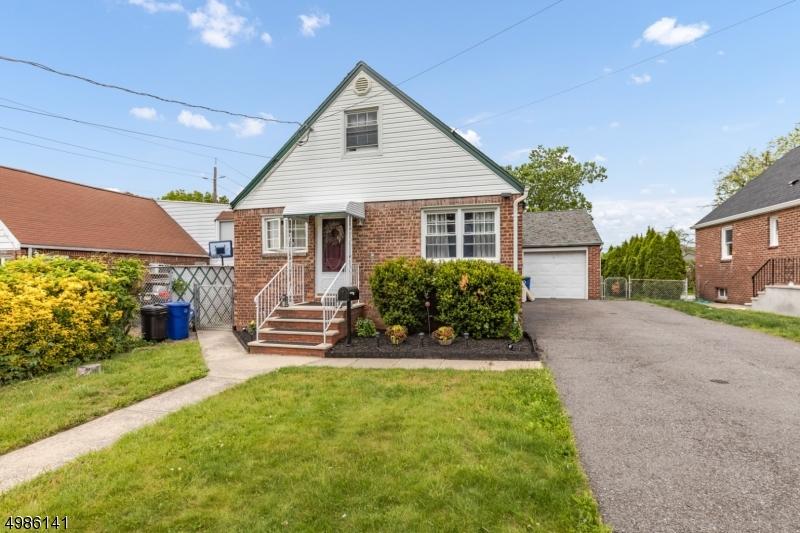 Single Family Homes 为 销售 在 哈斯布鲁克高地, 新泽西州 07604 美国