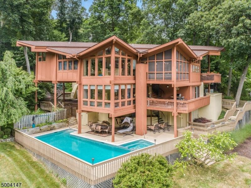 Single Family Homes pour l Vente à Byram Township, New Jersey 07871 États-Unis