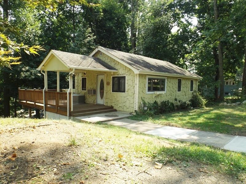Maison unifamiliale pour l Vente à 6 Ingram Road Hopatcong, New Jersey 07843 États-Unis