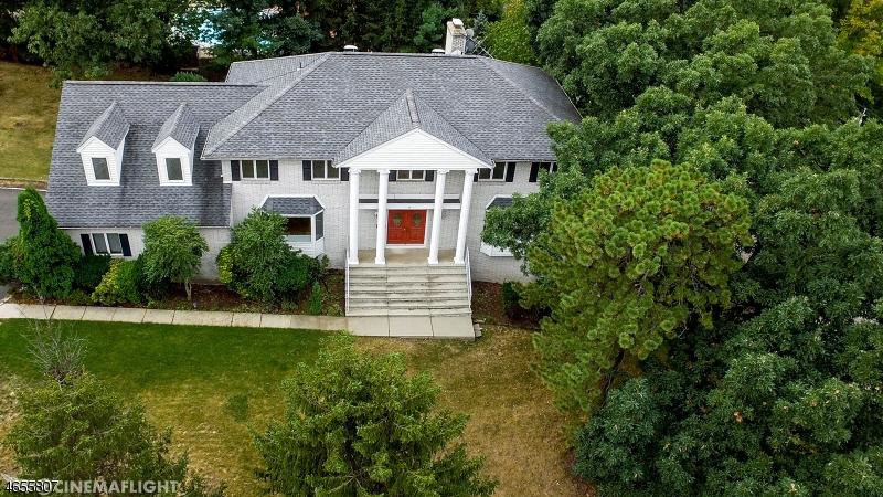 Частный односемейный дом для того Продажа на 3 Alicia Court Cedar Grove, 07009 Соединенные Штаты