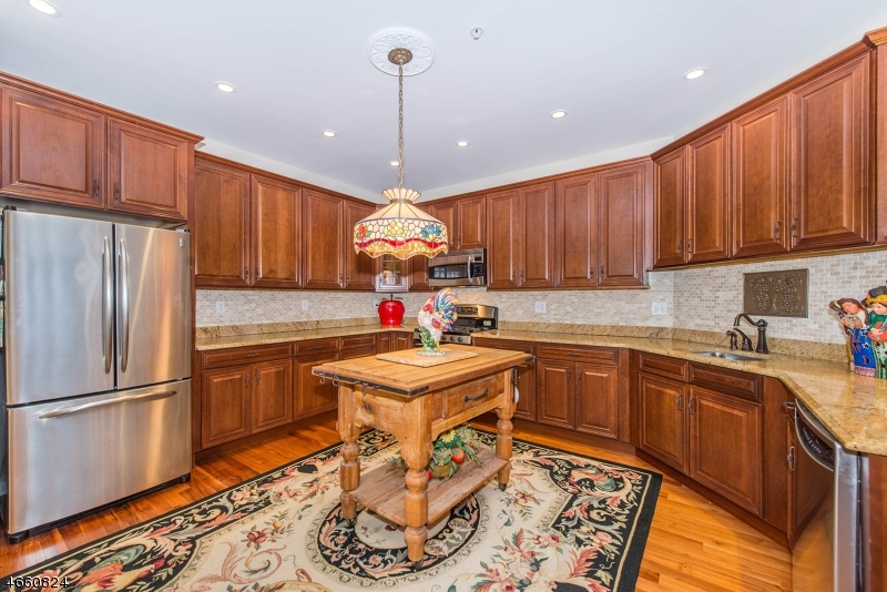 Additional photo for property listing at 9301 Ravenscroft Road  Clifton, Nueva Jersey 07013 Estados Unidos