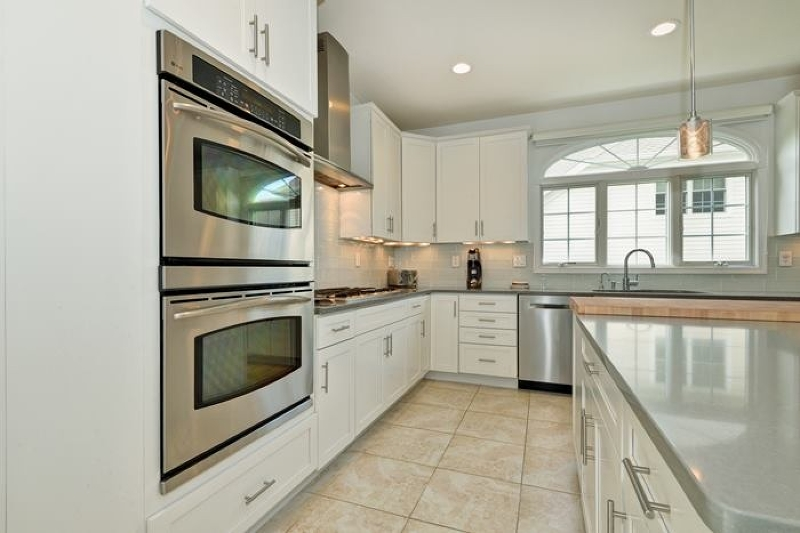 Additional photo for property listing at 22 Baxter Lane  West Orange, New Jersey 07052 États-Unis