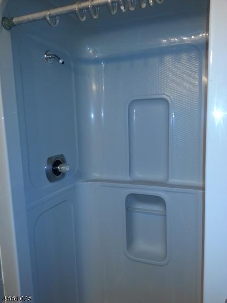 Additional photo for property listing at 2 Pochuck Court  Glenwood, Nueva Jersey 07418 Estados Unidos