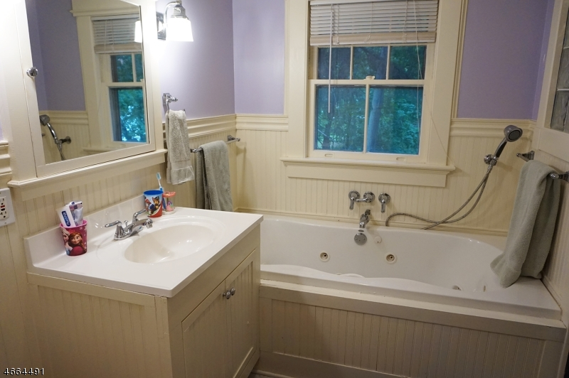 Additional photo for property listing at 15 Highland Place  Maplewood, Нью-Джерси 07040 Соединенные Штаты
