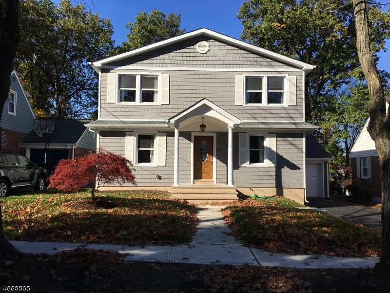 Maison unifamiliale pour l Vente à 216 N Queen Street Bergenfield, New Jersey 07621 États-Unis
