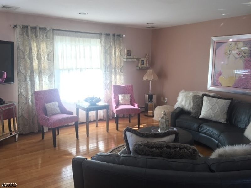 Additional photo for property listing at 128 Star Lake Road  Bloomingdale, New Jersey 07403 États-Unis