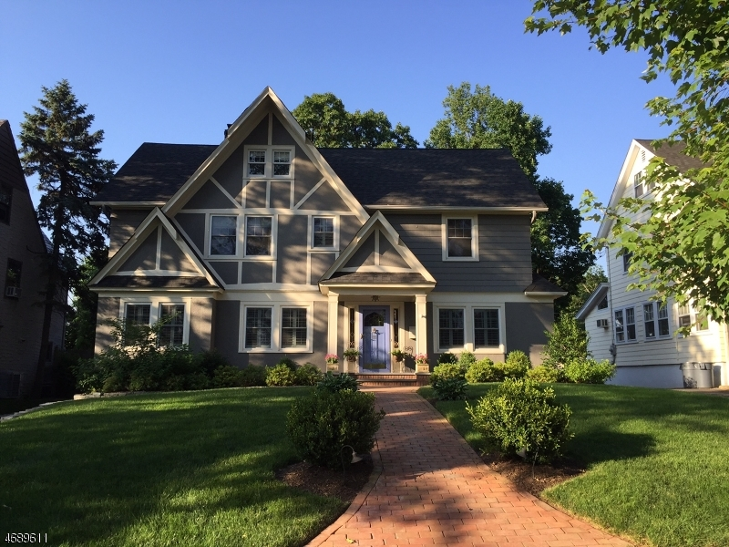 Частный односемейный дом для того Продажа на 11 Ferncliff Ter Glen Ridge, Нью-Джерси 07028 Соединенные Штаты