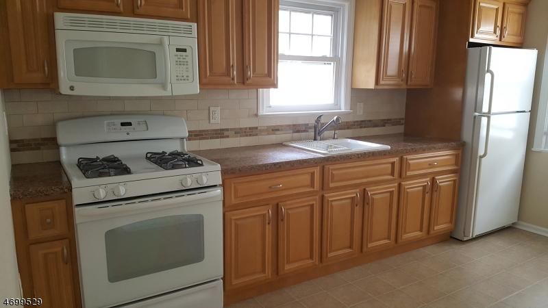 Maison unifamiliale pour l à louer à 98 Sherwood Street Clifton, New Jersey 07013 États-Unis