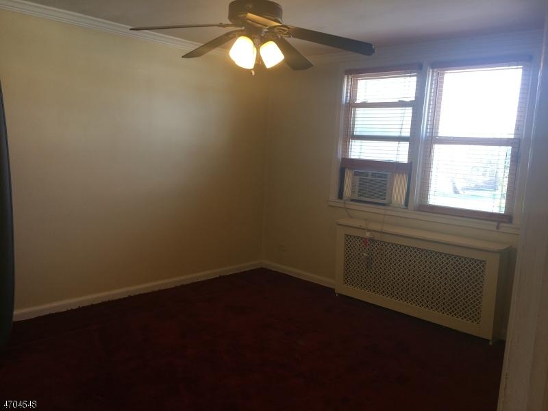 Частный односемейный дом для того Аренда на 1605 Wood Ave, Apt E2 Roselle, Нью-Джерси 07203 Соединенные Штаты