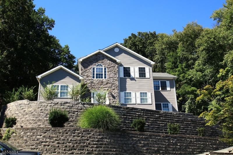 Maison unifamiliale pour l Vente à 122 Woodland Road Montvale, New Jersey 07645 États-Unis