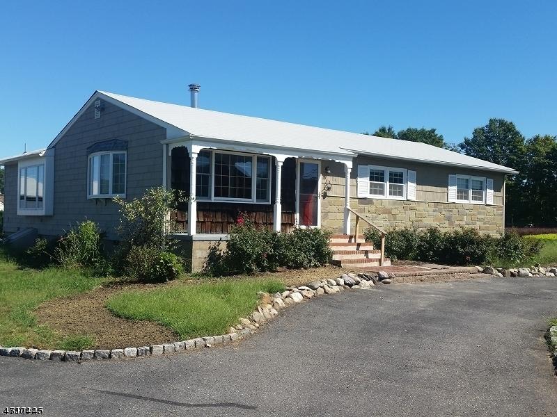 Casa Unifamiliar por un Alquiler en 176 Jacksonville Road Pequannock, Nueva Jersey 07444 Estados Unidos