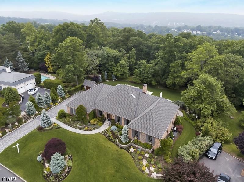 Casa Unifamiliar por un Venta en 30 Forest Hills Way Cedar Grove, Nueva Jersey 07009 Estados Unidos