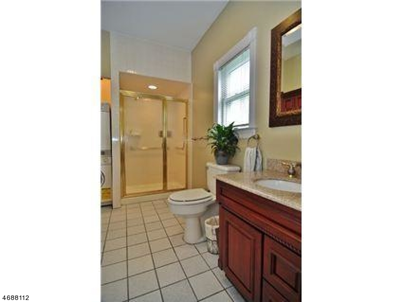 Additional photo for property listing at 22 Serafin Place 22 Serafin Place Glen Rock, New Jersey 07452 États-Unis