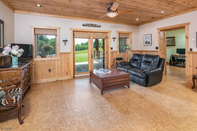 Additional photo for property listing at 909 WEST END Drive  Stillwater, 新泽西州 07860 美国