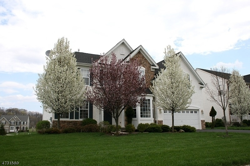 独户住宅 为 销售 在 83 Crestview Drive 克林顿, 新泽西州 08809 美国