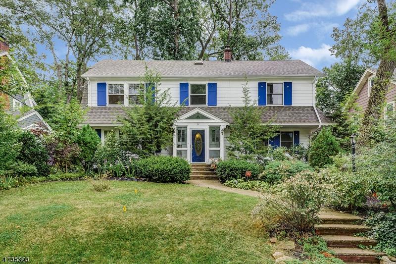 Частный односемейный дом для того Продажа на 34 Kendal Avenue Maplewood, 07040 Соединенные Штаты
