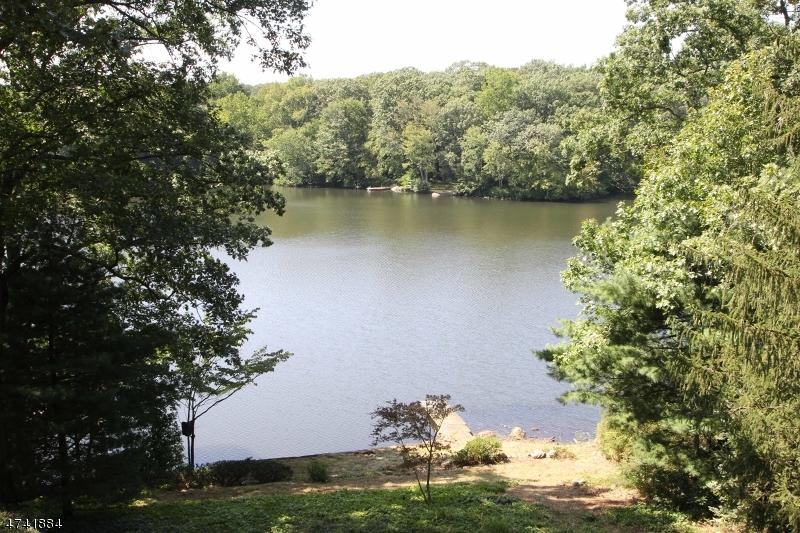 独户住宅 为 销售 在 17 CRYSTAL Road Mountain Lakes, 新泽西州 07046 美国