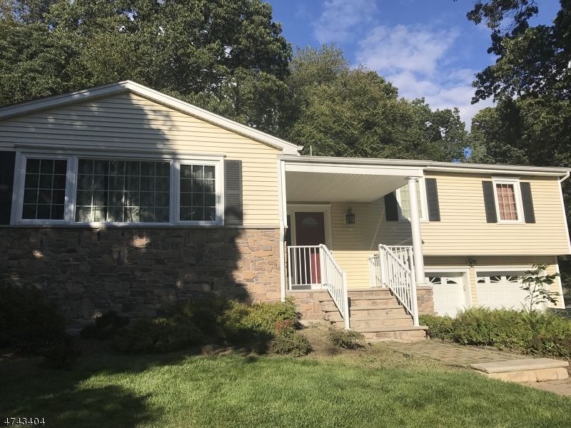 Частный односемейный дом для того Аренда на 10 Chestnut Hill Road Randolph, Нью-Джерси 07869 Соединенные Штаты