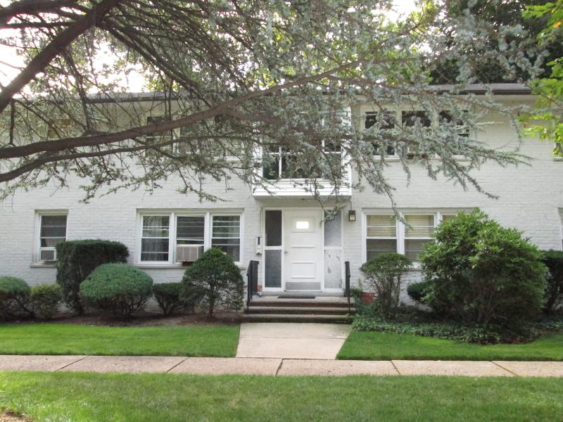 Casa Unifamiliar por un Alquiler en 26-02 High St, APT F Fair Lawn, Nueva Jersey 07410 Estados Unidos