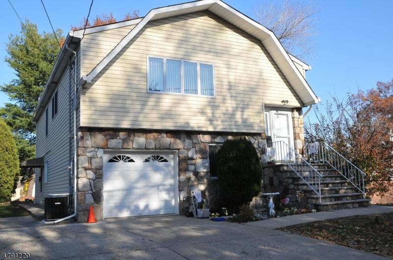 Частный односемейный дом для того Продажа на 65 Howcroft Road Maywood, Нью-Джерси 07607 Соединенные Штаты