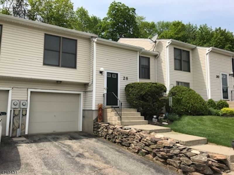 Property для того Продажа на 28 Moss Court Hardyston, Нью-Джерси 07419 Соединенные Штаты