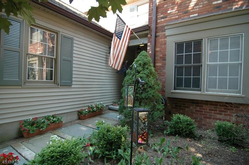 Condo / Casa geminada para Venda às 80 GOLDFINCH Drive Allamuchy, Nova Jersey 07840 Estados Unidos