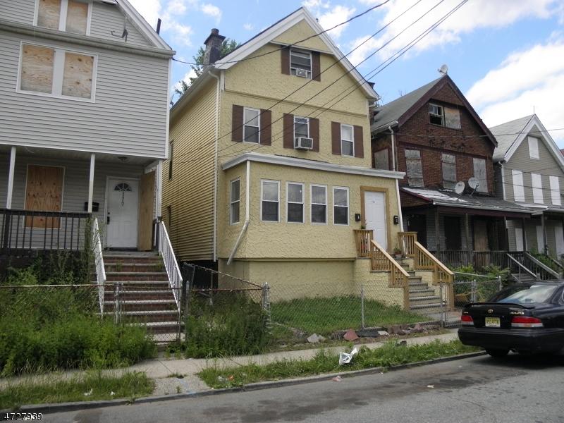 Maison avec plusieurs logements pour l Vente à 175 OAKWOOD Place Orange, New Jersey 07050 États-Unis