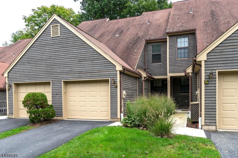 公寓 / 联排别墅 为 销售 在 16 QUINCY Lane 西米尔福德, 新泽西州 07480 美国