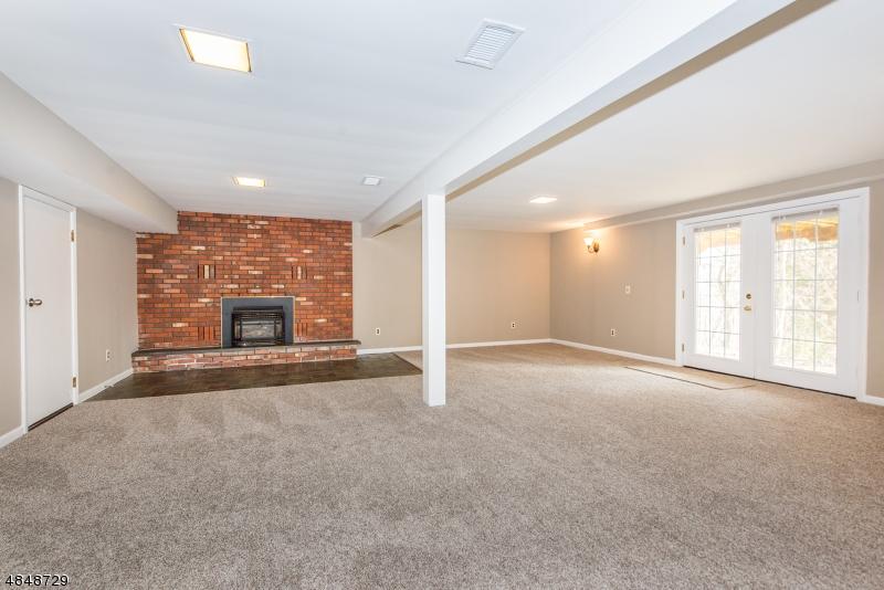 Property 為 出售 在 956 RIDGE Road Stillwater, 新澤西州 07860 美國