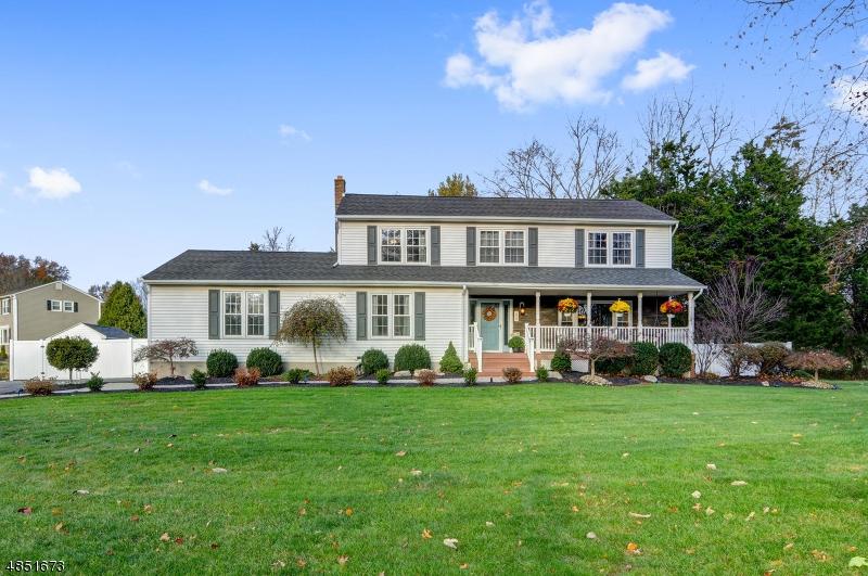 Einfamilienhaus für Verkauf beim 228 Hancock Avenue Bridgewater, New Jersey 08807 Vereinigte Staaten
