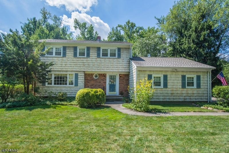 Частный односемейный дом для того Продажа на Address Not Available Roseland, Нью-Джерси 07068 Соединенные Штаты
