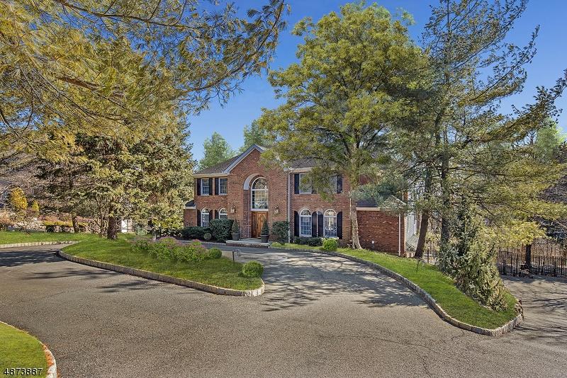 Частный односемейный дом для того Продажа на 41 GREGORY Court Berkeley Heights, Нью-Джерси 07922 Соединенные Штаты
