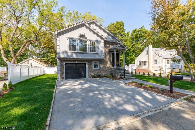 Single Family Homes vì Bán tại Roseland, New Jersey 07068 Hoa Kỳ