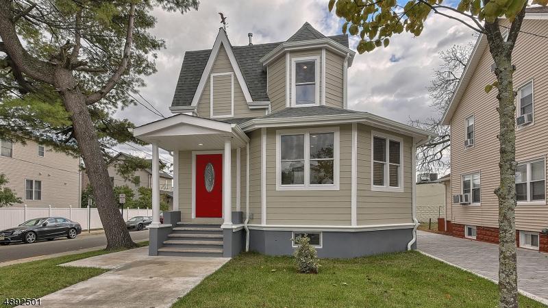 Multi-Family Homes para Venda às Carlstadt, Nova Jersey 07072 Estados Unidos