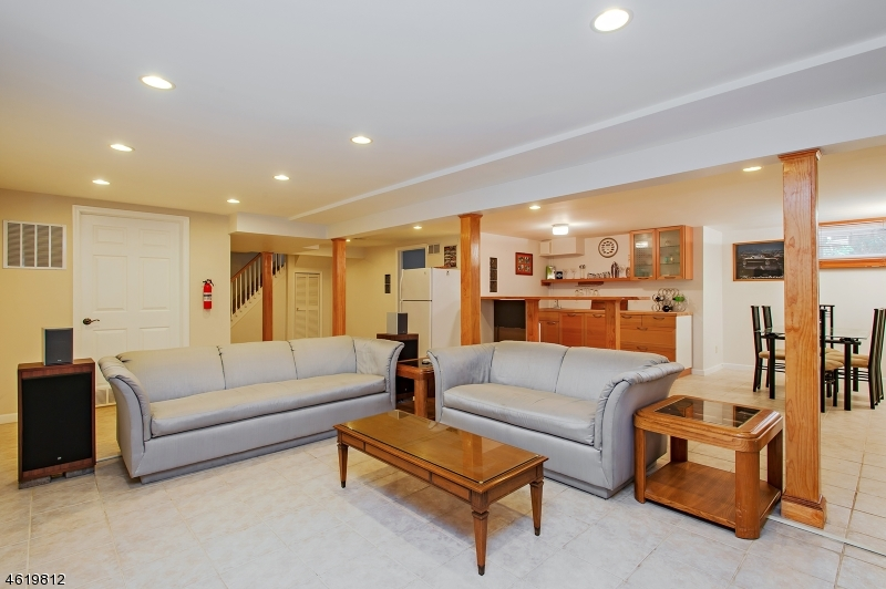 Additional photo for property listing at 250 Metape Cir S  Bound Brook, Nueva Jersey 08805 Estados Unidos