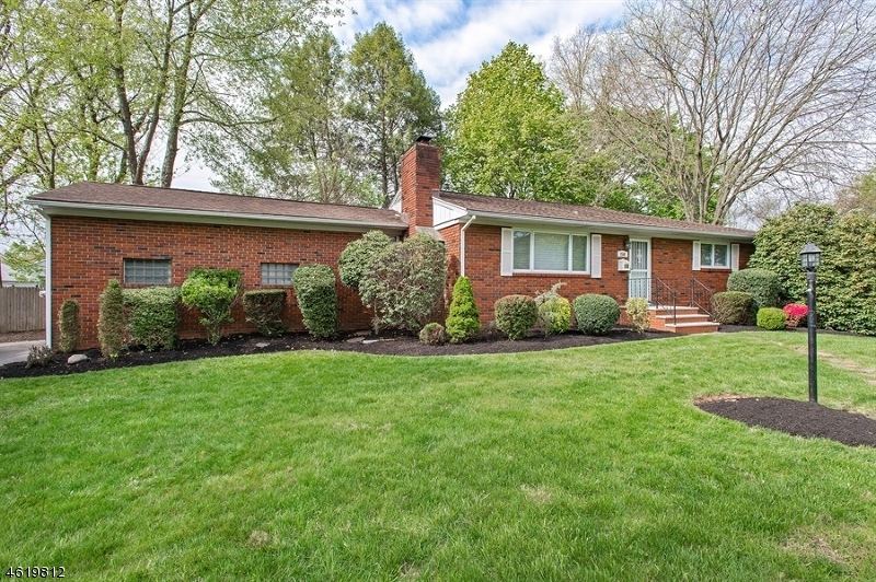 Casa Unifamiliar por un Venta en 250 Metape Cir S Bound Brook, Nueva Jersey 08805 Estados Unidos