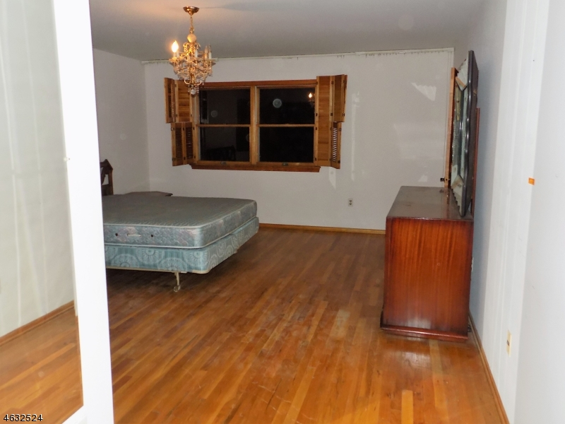 Additional photo for property listing at 645 Wyoming Avenue  Elizabeth, New Jersey 07208 United States