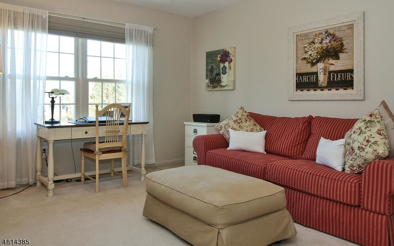 Additional photo for property listing at 4 Meeker Ct, C0034  Roseland, Nueva Jersey 07068 Estados Unidos