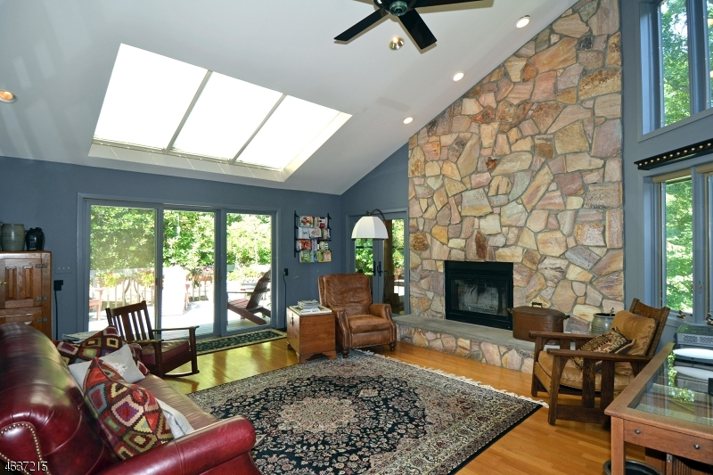 Additional photo for property listing at 47 Round Hill Road  Butler, New Jersey 07405 États-Unis