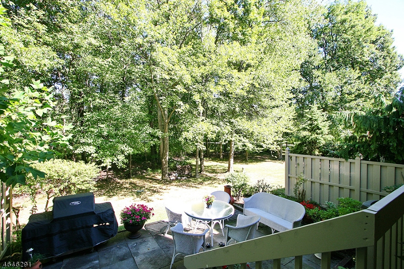 Additional photo for property listing at 33 Roberts Circle  Basking Ridge, Nueva Jersey 07920 Estados Unidos
