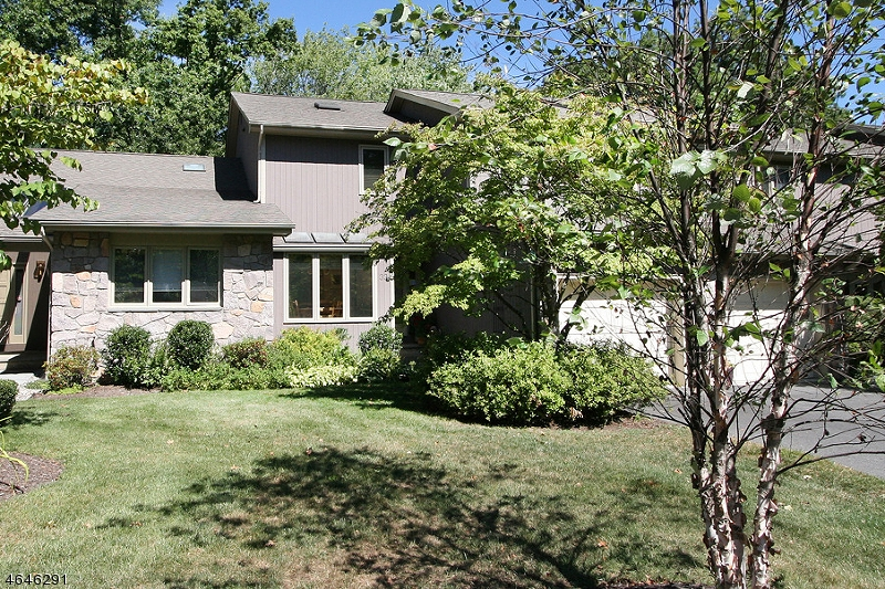 Additional photo for property listing at 33 Roberts Circle  Basking Ridge, New Jersey 07920 États-Unis
