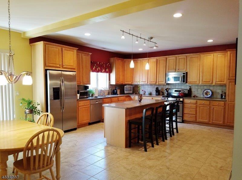 Частный односемейный дом для того Продажа на 721 Park Road Morris Plains, 07950 Соединенные Штаты