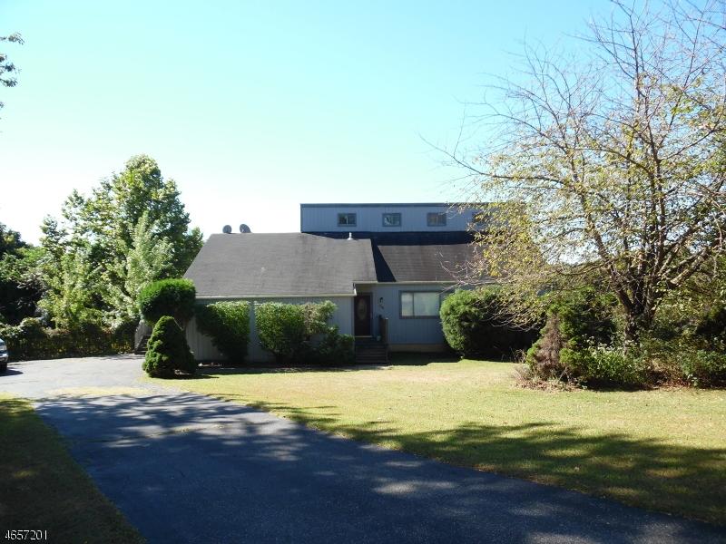 Casa Unifamiliar por un Venta en 136 HOCKENBURY Drive Glen Gardner, Nueva Jersey 08826 Estados Unidos