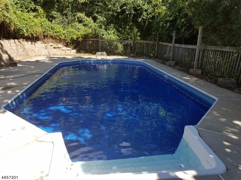 Additional photo for property listing at 136 HOCKENBURY Drive  Glen Gardner, Nueva Jersey 08826 Estados Unidos