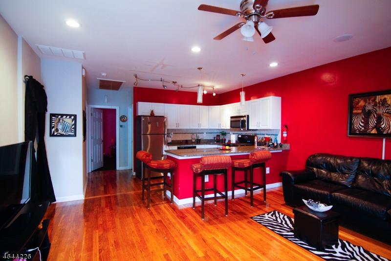 Частный односемейный дом для того Продажа на 84 Avenue A Lodi, Нью-Джерси 07644 Соединенные Штаты